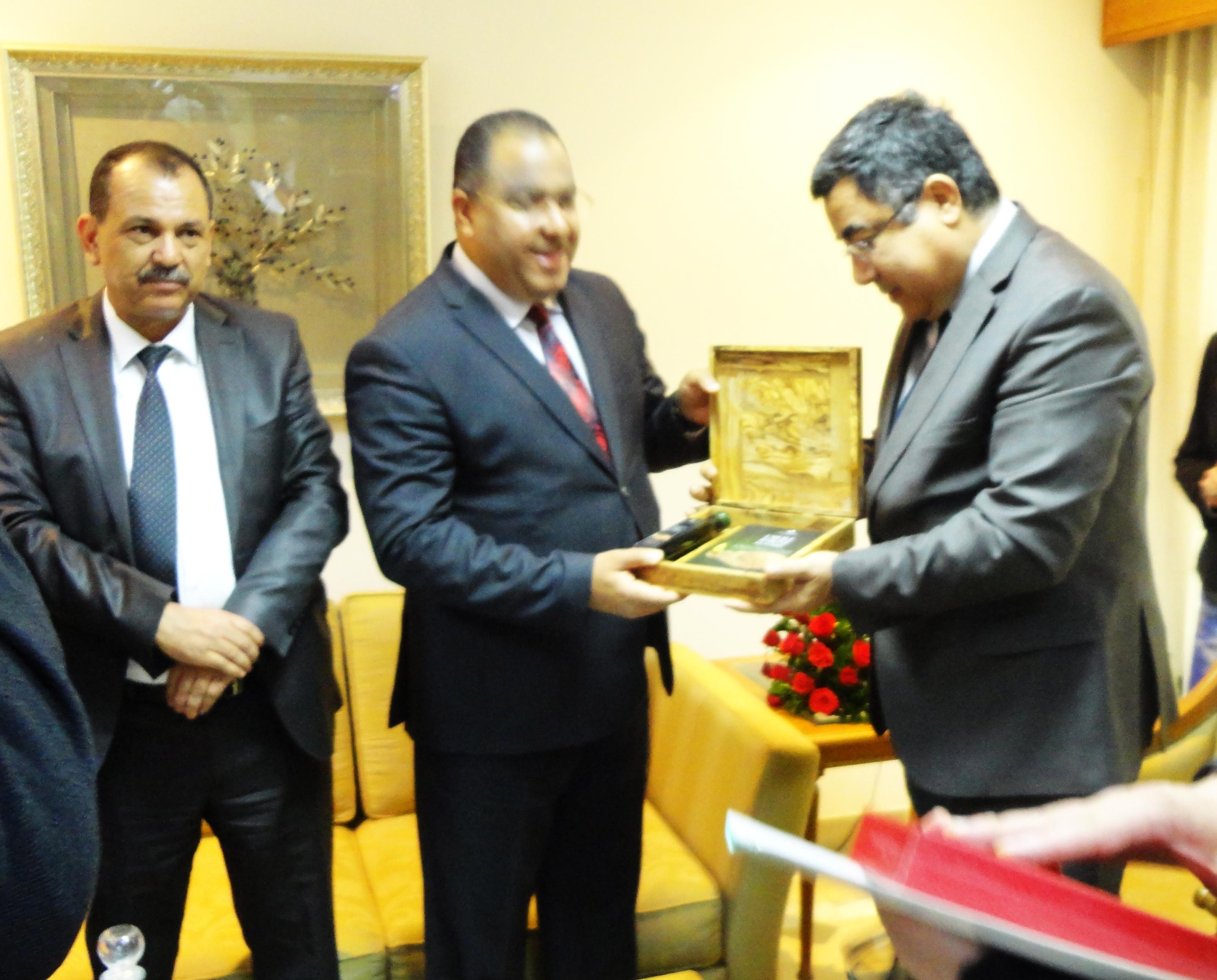 (Français) M. Mohsen Hassen, le ministre du Commerce lors de sa visite à la CCIS