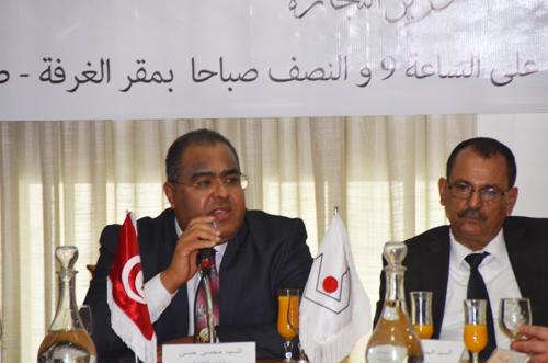 (Français) M. Mohsen Hassen promet des mesures pour protéger les secteurs de l'huile d'olive, du textile et de la chaussure